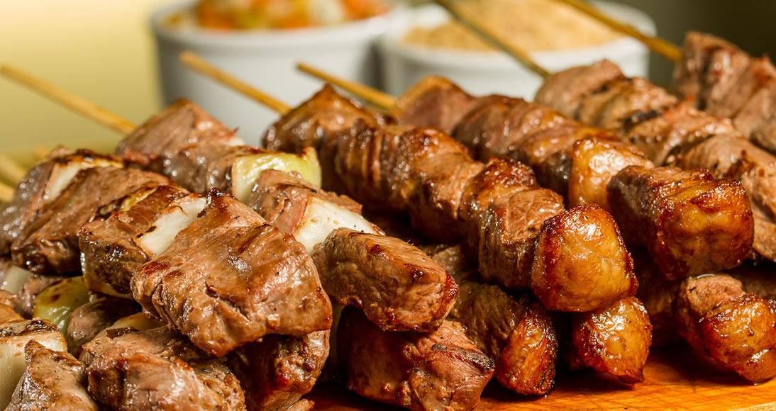 Quais são as melhores carnes para fazer espetinhos de churrasco
